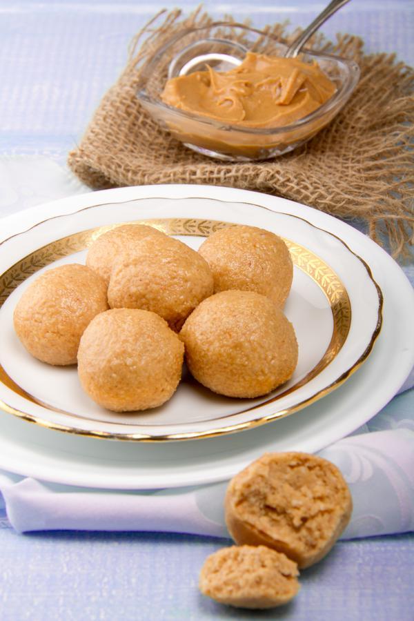 Keto Peanut Butter Fat Bombs