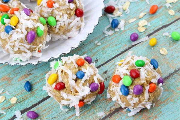 BEST Oatmeal Energy Bites – Quick Breakfast Ideas For Kids – Easy & Simple On The Go Morning Breakfast Ideas - Kids Party Food - Afterschool Snacks