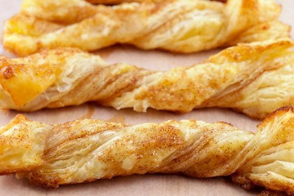 Cinnamon Roll Twists! EASY Cinnamon Roll Idea – Quick & Simple Recipe – BEST Cinnamon Twists – Snacks – Desserts – Breakfast