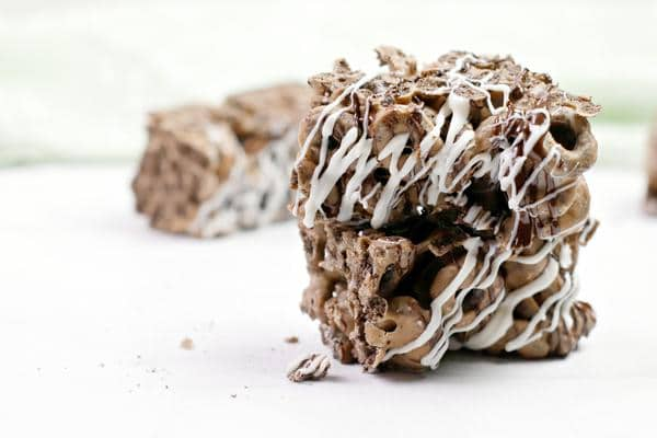 Easy Cereal Bars – Best Homemade Oreo Cereal Bar Recipe – {Easy} Breakfast – Snacks – Desserts – Quick – Simple