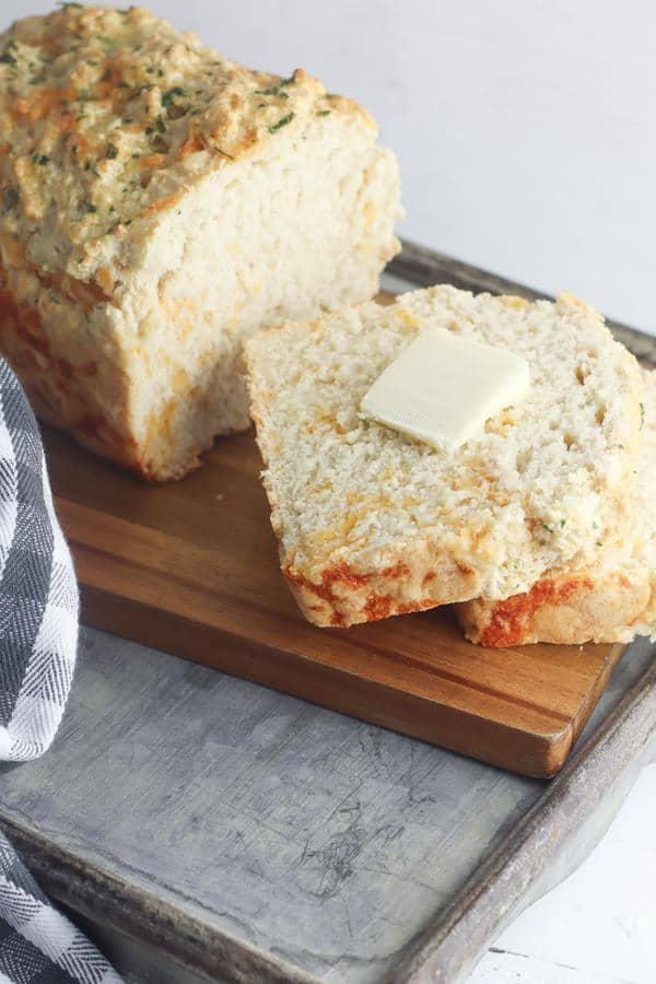 Beer Bread – Easy Homemade No Yeast Quick Cheddar Garlic Beer Bread – BEST Bread Recipes – Yeastless – Yeast Free DIY Baking