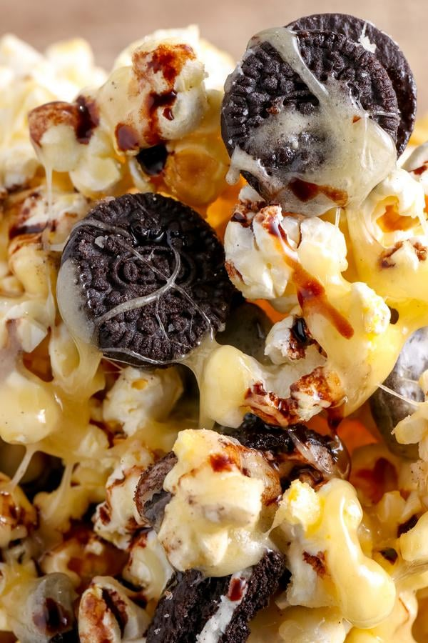 Oreo Cookie Popcorn – EASY – Quick – Simple Oreo Popcorn Recipe – BEST Homemade Microwave Oreo Popcorn – How To Make – Quick – Desserts – Snacks – Party Food