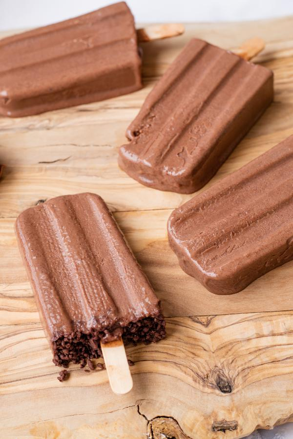 Popsicles – BEST Fudgesicle Popsicles Recipe – Easy and Simple Chocolate Popsicles – How To Make Popsicles - Summer Treats - Desserts