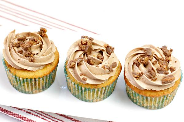 Easy Cupcakes – Reese's Peanut Butter Cups Cupcake Recipe – BEST Homemade Cupcakes – How To Make – Quick – Simple – Desserts – Snacks – Party Food