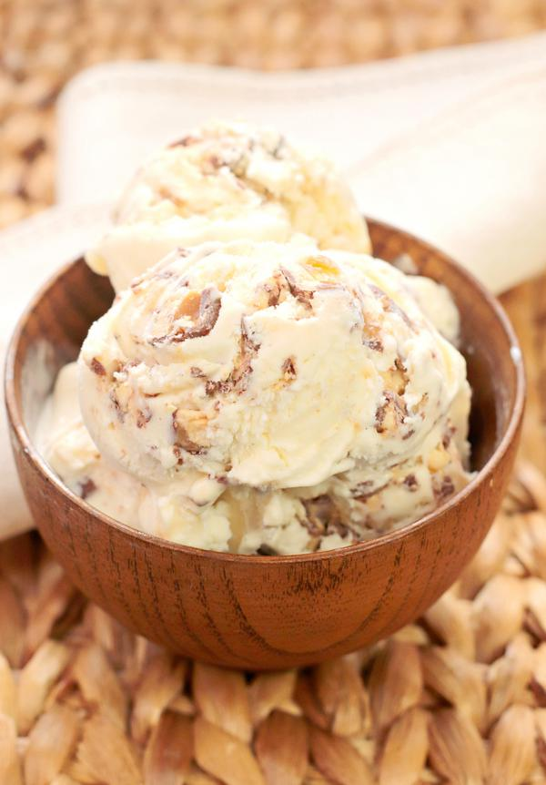 5 Ingredient Homemade Ice Cream – EASY – Quick – Simple No Churn Snickers Ice Cream Recipe – BEST Homemade Ice Cream – Simple – Quick – Desserts – Snacks – Party Food
