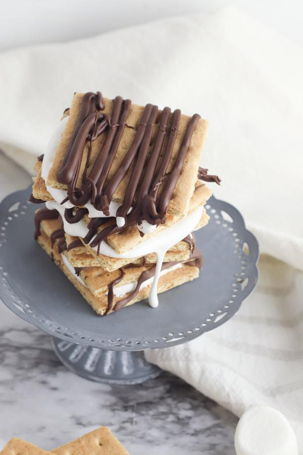 S'mores – BEST No Bake S'mores Recipe – Easy and Simple S'mores Bars Marshmallow and Graham Crackers – Snacks – Desserts – Party Food