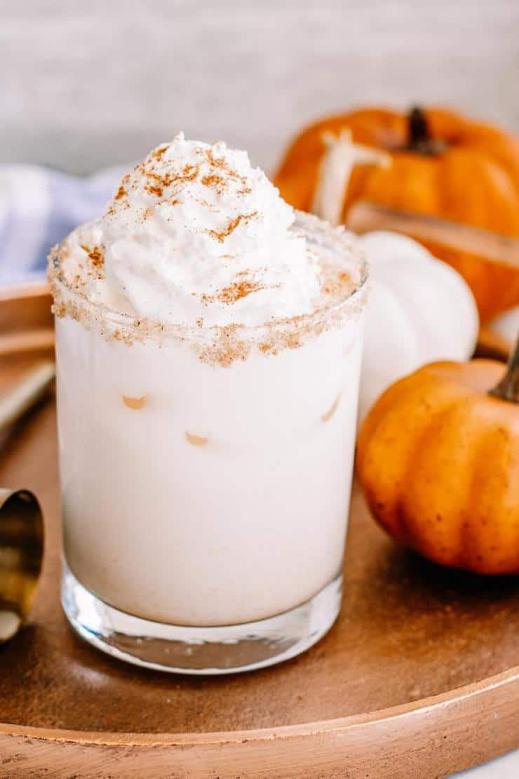 Alcoholic Drinks – BEST Vodka Pumpkin Spice White Russian Recipe – Easy and Simple Vodka Cocktail – How To Make Homemade Alcohol Cocktails. Perfect drink for Halloween or Thanksgiving. Plan your Fall drink menu now. Great for parties or happy hour. #fall #drinks #vodka