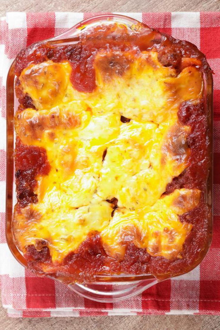Easy Lasagna With Cheesy Garlic Bread