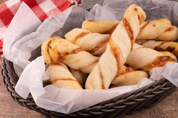 Easy Pepperoni Pizza Twists