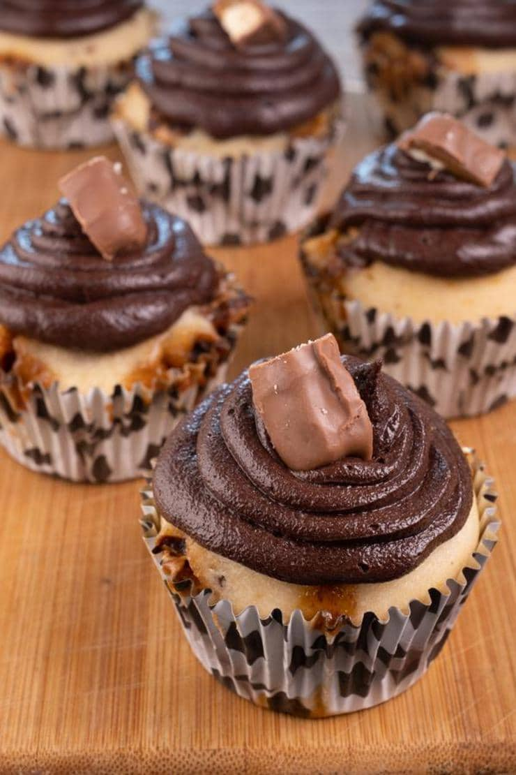 Easy Twix Candy Cupcakes