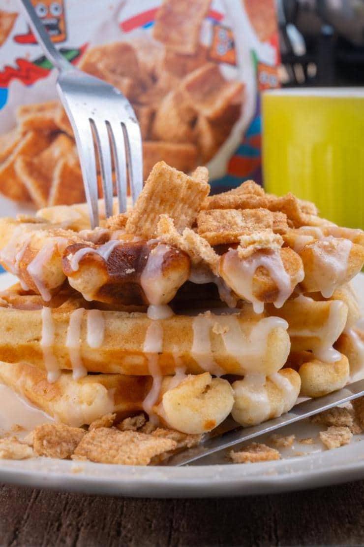 Easy Cinnamon Toast Crunch Waffles