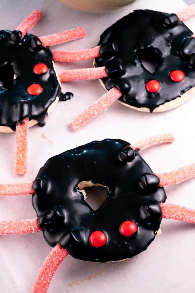 Halloween Spider Bagels – Best Halloween Food Recipe – {Easy} Breakfast – Snacks – Party Food – Quick – Simple